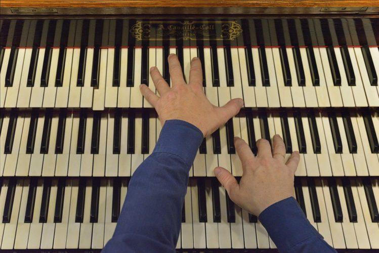 Claviers du grand orgue de Saint Pierre de Neuilly.